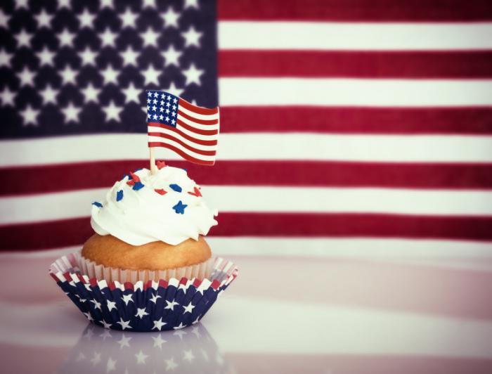 [Cup cake with American flag]