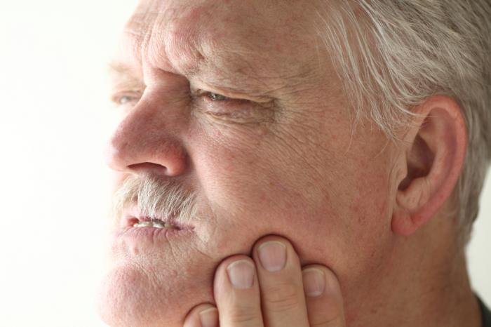 [man with jaw pain]