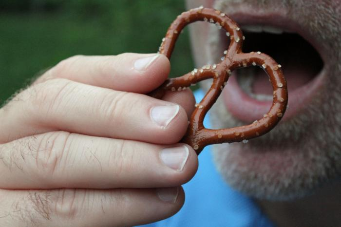 [man eating pretzel]