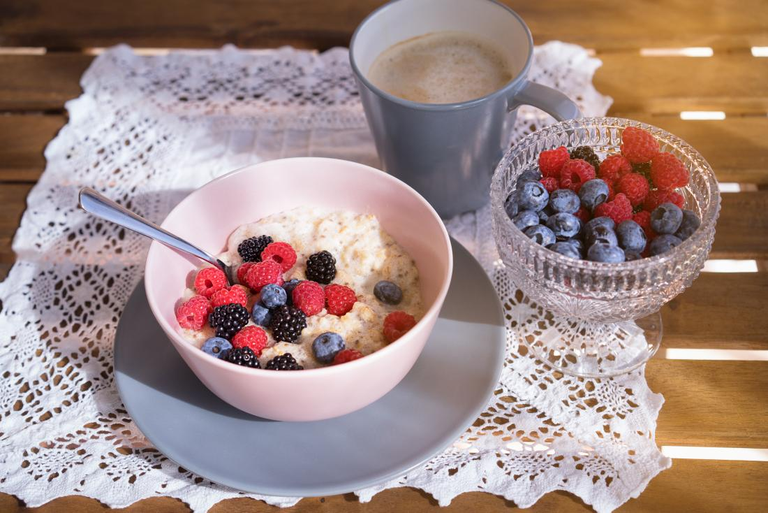 Oatmeal as part of a healthful breakfast