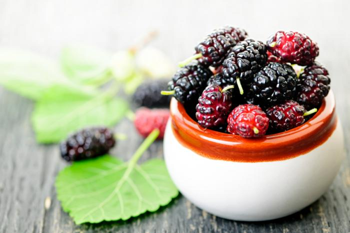 [A bowl of mulberries]