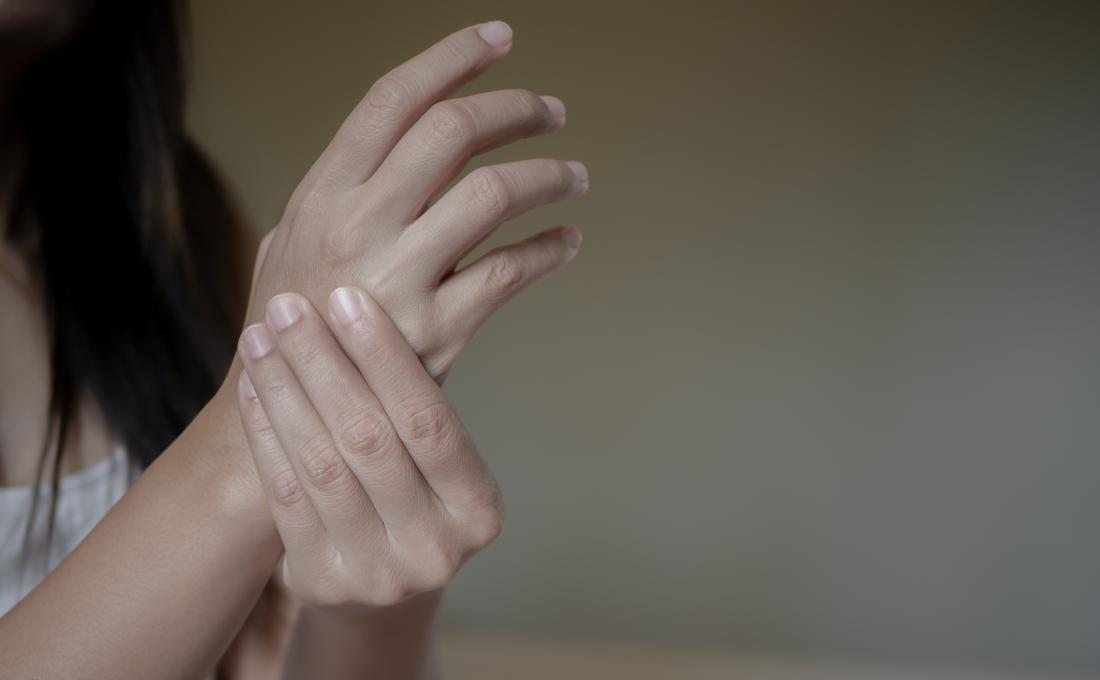Carpal tunnel syndrome: 10 natural therapies and 10 home remedies
