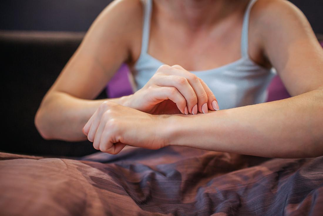 a woman experiencing itching in fibromyalgia