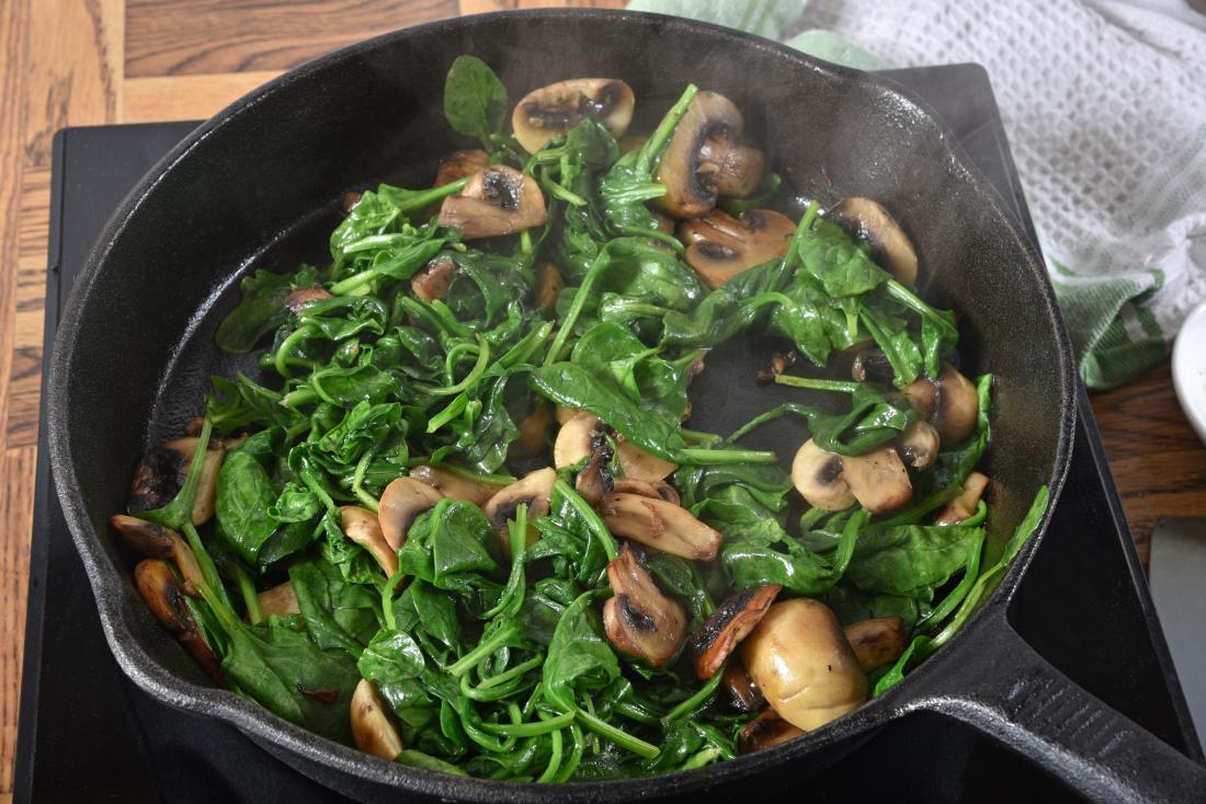 蘑菇和菠菜,如果你有痛风是好的。