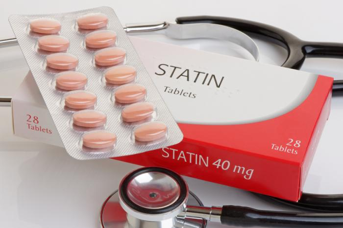 a pack of statins and a stethoscope