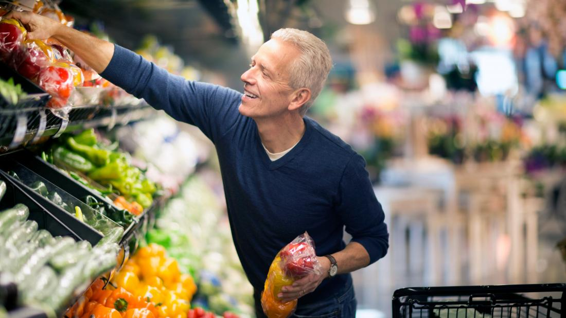 a man shopping for vegetables to eat on his O blood type diet