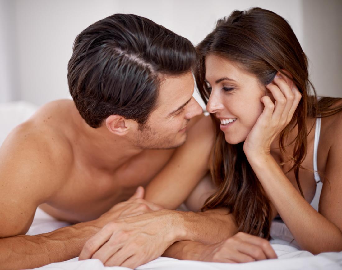 couple au lit parler