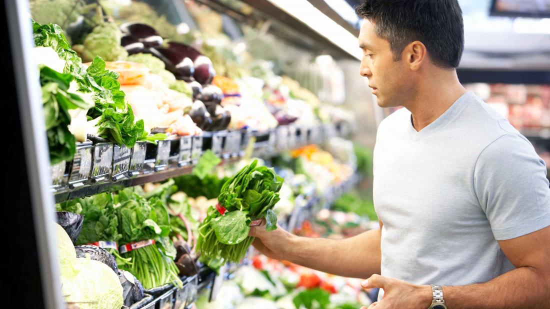 a man shopping for food that he can eat on his FODMAP diet