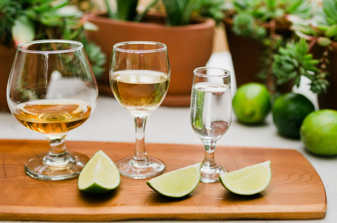 different drinks with lime wedges