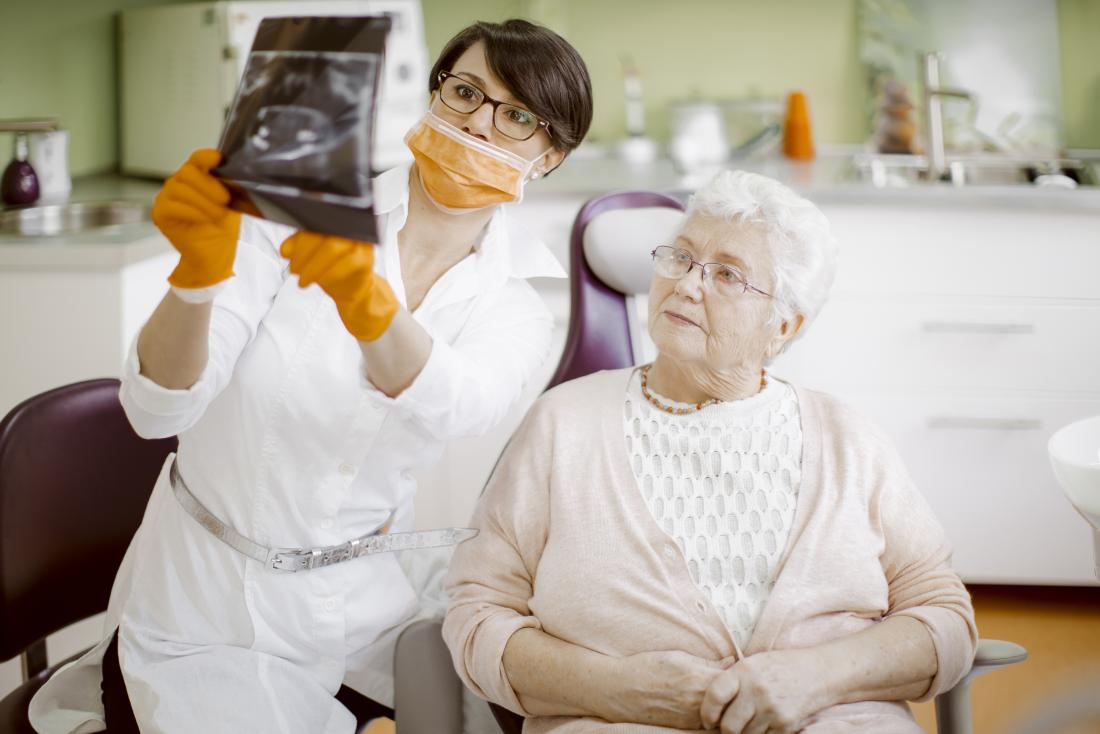dentist discussing diagnosis with patient