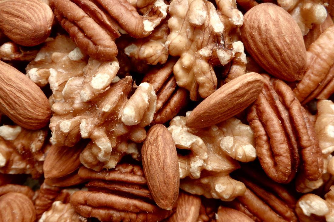 Грецкие орехи, миндаль и пекан накапливаются.