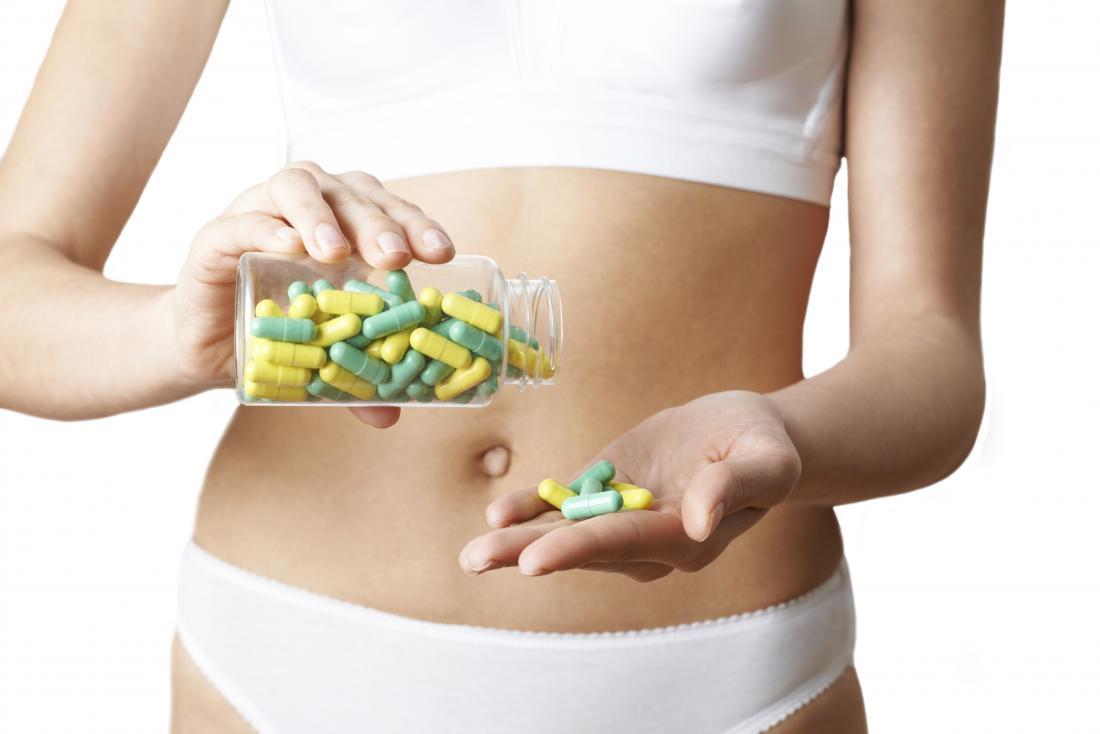 mulher com drogas no estômago