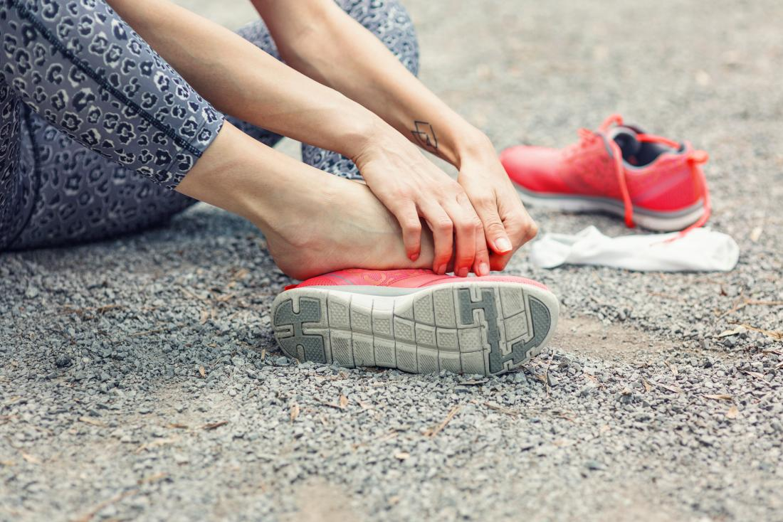 Lateral foot pain: Symptoms, causes