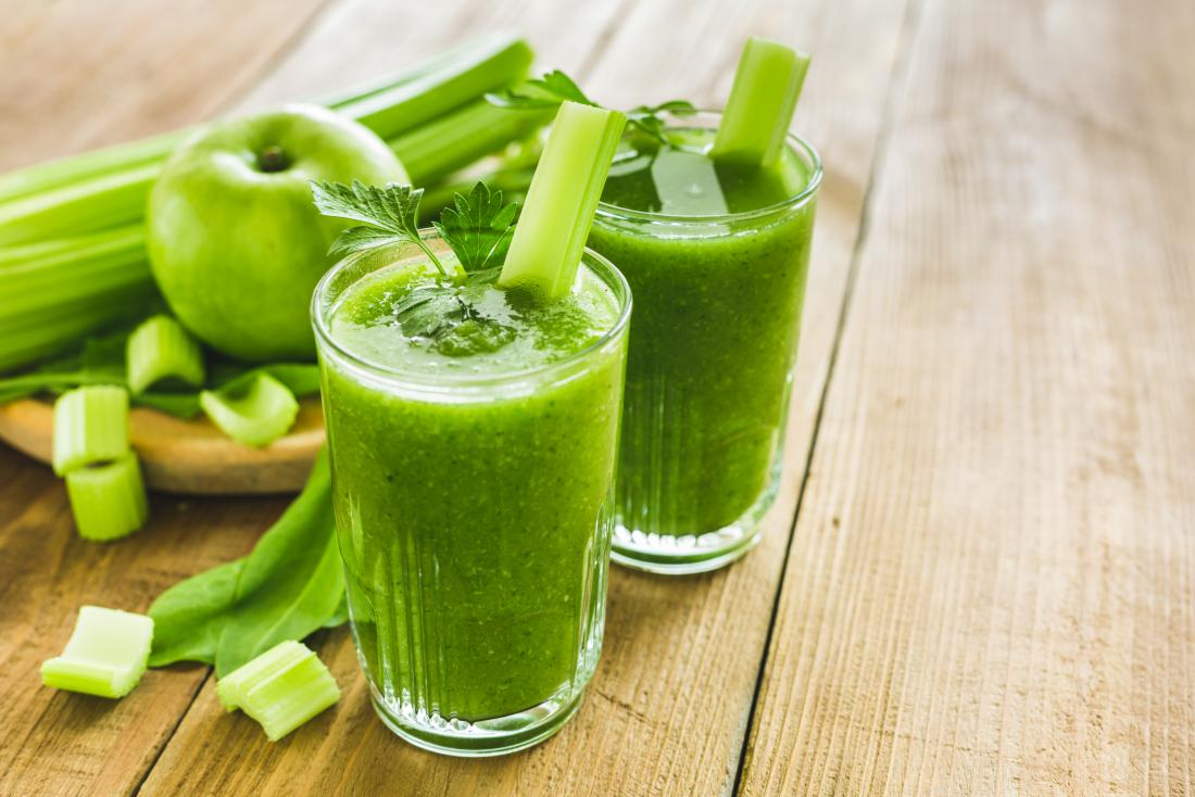 11 ways to lose ten pounds in a week shown by green apple and celery smoothie.