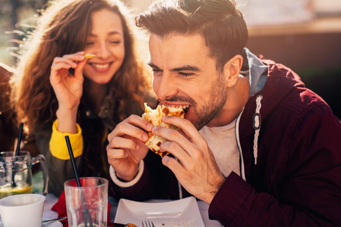 ways to prevent a hangover - eating before drinking