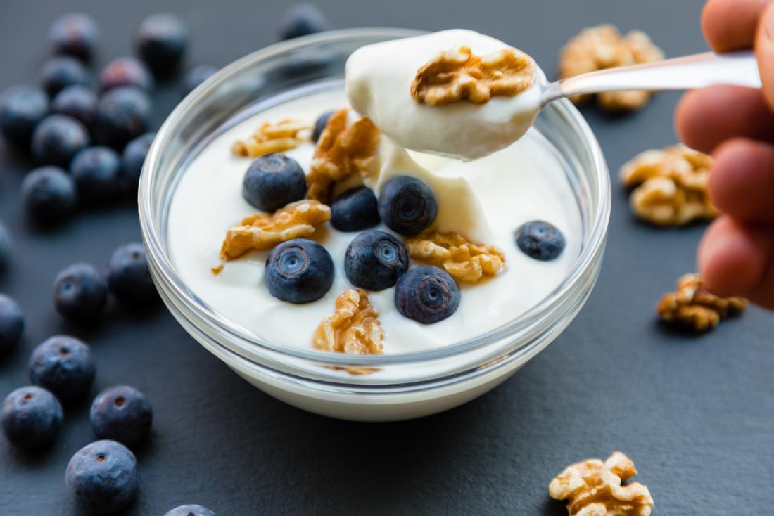 yaourt nature aux myrtilles et noix