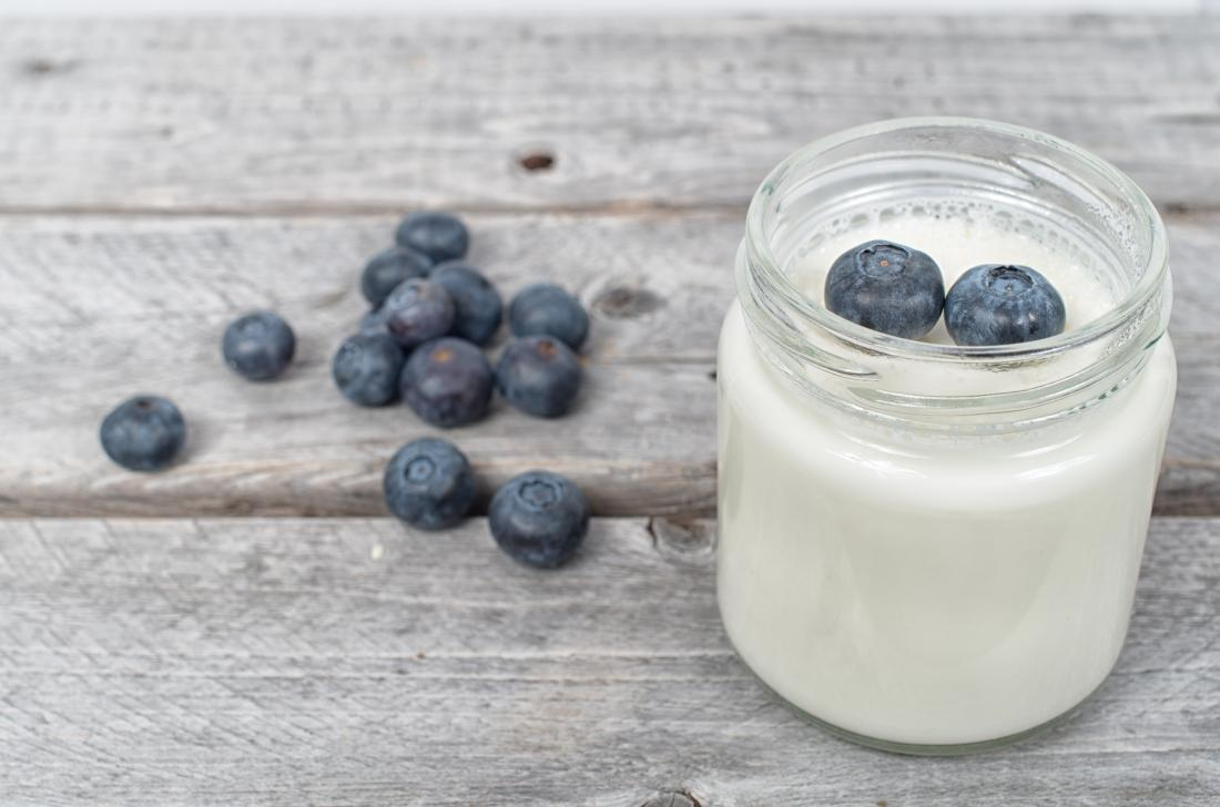 Probiotic yoghurt with blueberries