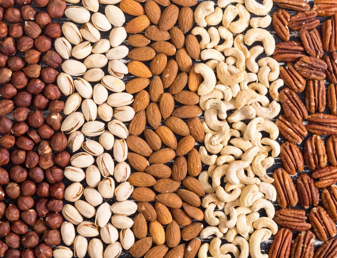 variety of nuts - Makanan Apa yang Paling Mengenyangkan?