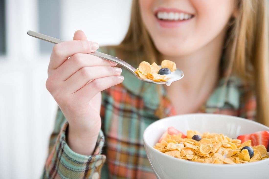아침 시리얼과 우유 비타민D
