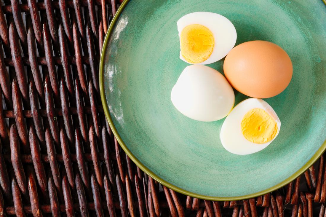 Boiled eggs peeled on a plate.