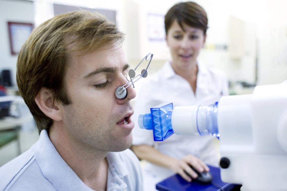 Man having lung diffusion test