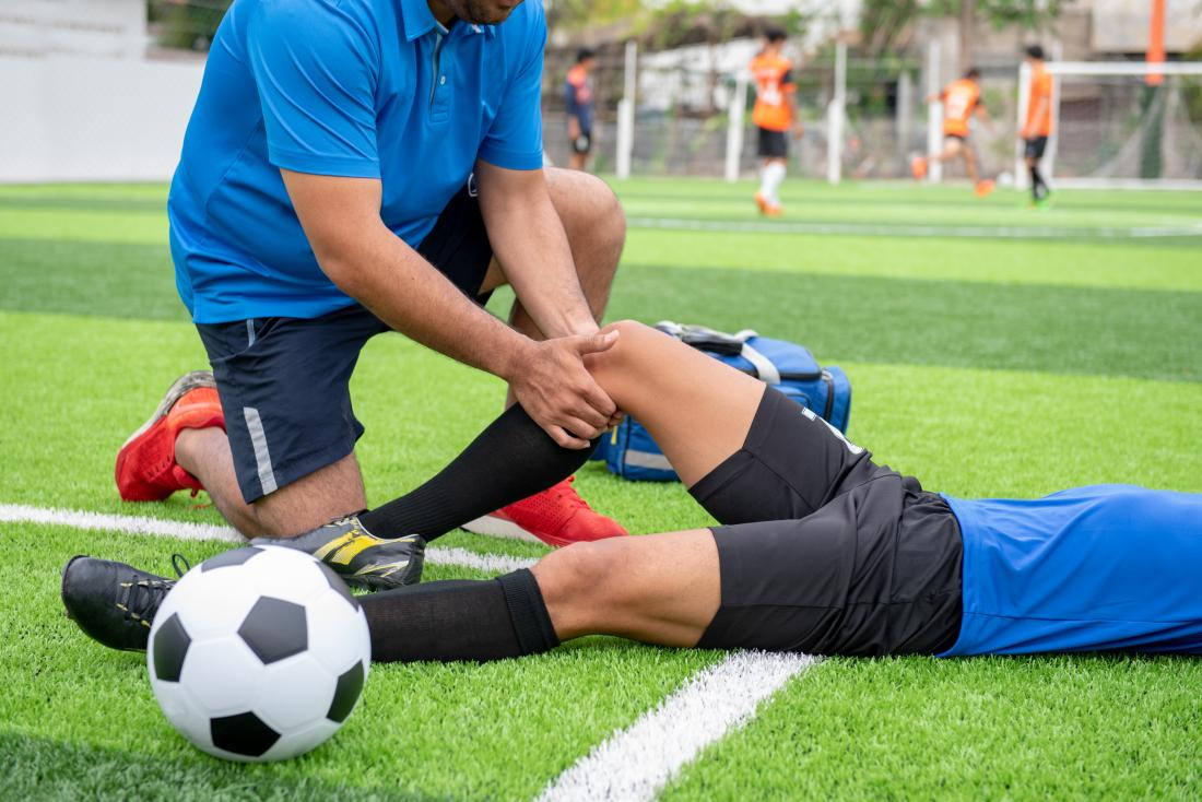 a soccer player suffering from an ACL injury