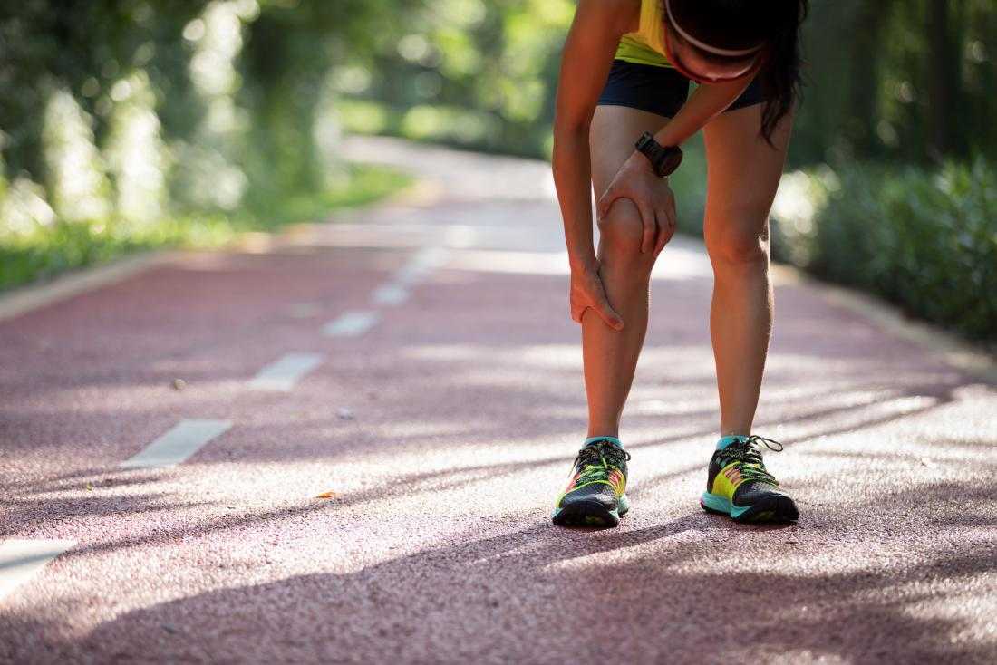 a female runner experiencing burning legs.