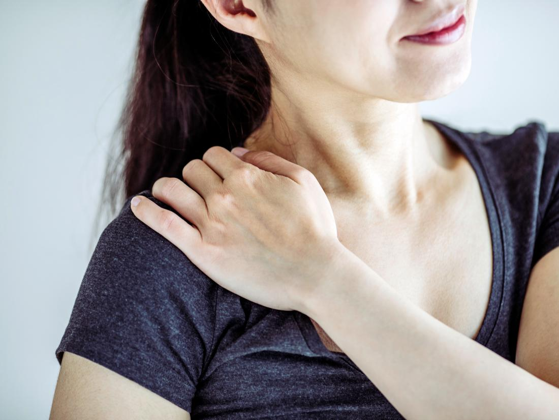 a woman experiencing pain in the shoulder because of Syringomyelia