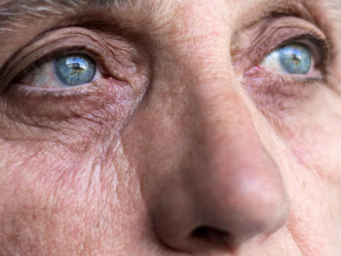 les yeux d'une femme en très bonne santé grâce aux vitamines