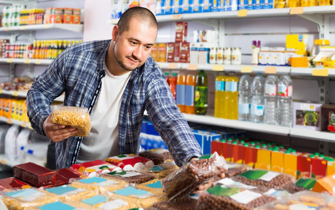 a man in a supermarket buying products that are not too high in resistant starch