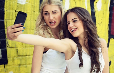 Parents Are Freaking Out Over The New Tinder For Teens App