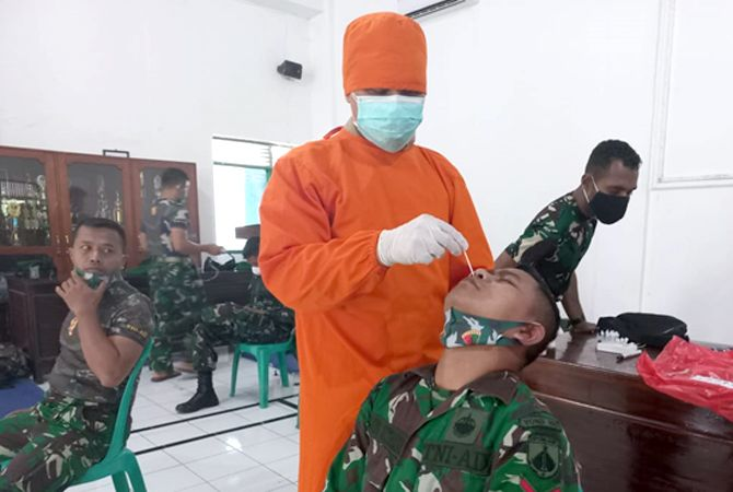 Satu peleton BKO Lakukan Swab sebelum bertugas