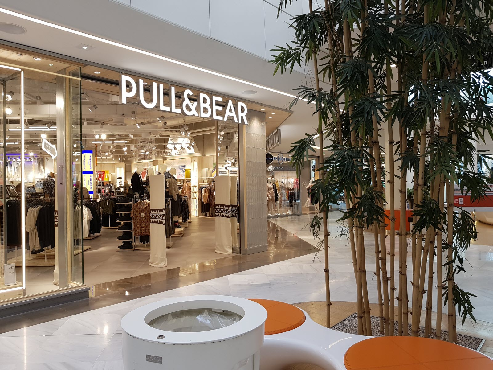 commerce le magasin pull and bear a