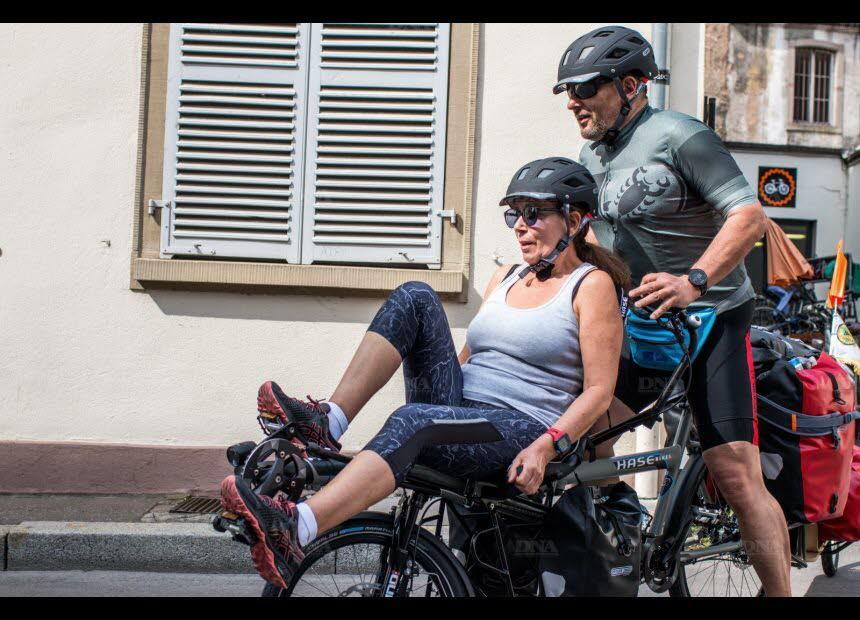 Sylvie et Hervé parcourront le monde à bord de leur tandem Pino. Photo DNA /Maksym TOUSSAINT