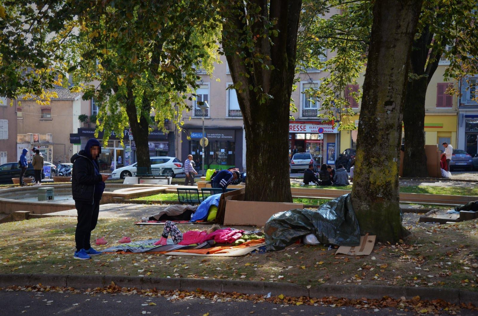 demandeurs d asile place de la barre