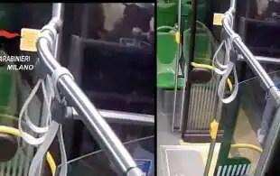 rissa e coltellate su un bus milanese