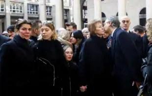 famiglia a funerali Moratti 1