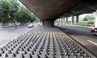 architettura ostile anti barboni