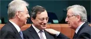 il presidente dell eurogruppo juncker a destra in una rara foto con mario draghi e mario monti aspx