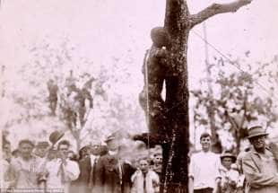 il corpo carbonizzato di uno schiavo nel 1916