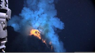 Dari Sangihe : Gunung Api Bawah Laut Mahengetang, Kedahsyatan Cincin Api Indonesia