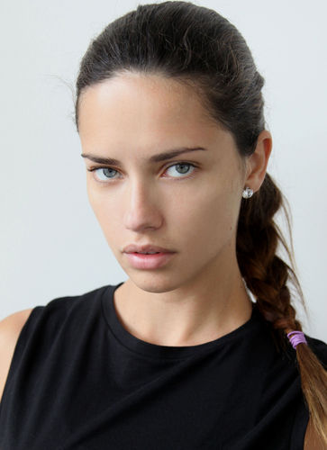It Looks Like Supermodel Adriana Lima Is Finally Returning As The Face Of Maybelline Yay The 33 Year Old Brazilian Beauty Has Been The Face Of Many