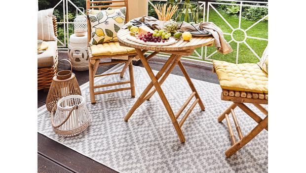 tapis d exterieur sur une terrasse ou