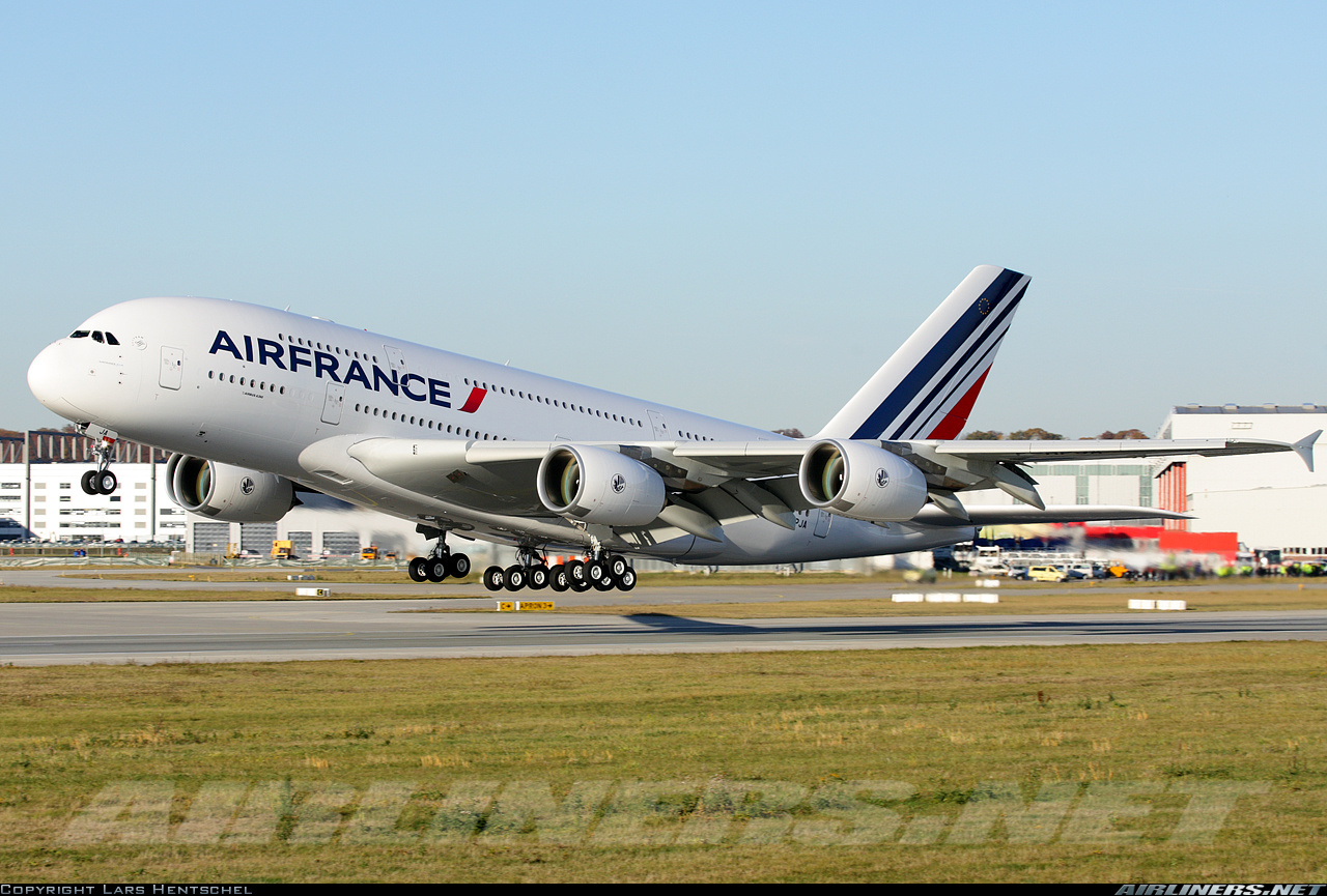 Despegue del primer A380 de Air France           Copyright Lars Hentschel Airliners.net