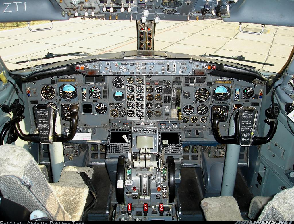 Cabina del 737-228/Adv LV-ZTI Copyright Pacheco Tozzi Airliners.net