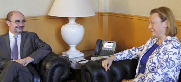 El socialista Javier Lambán, reunido con Luisa Fernanda Rudi (PP).