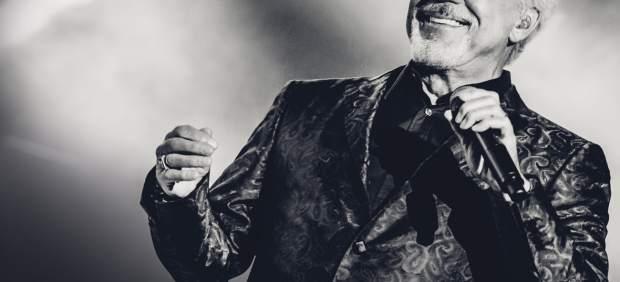 El cantante Tom Jones