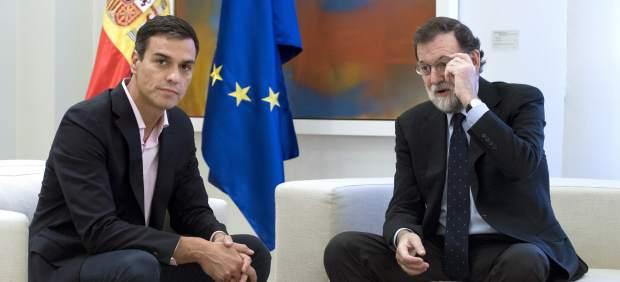 El dirigente del PSOE y el presidenta del Gobierno, Pedro Sánchez y Mariano Rajoy, reunidos en La Moncloa.