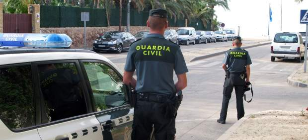 Agentes de la Guarda Civil.