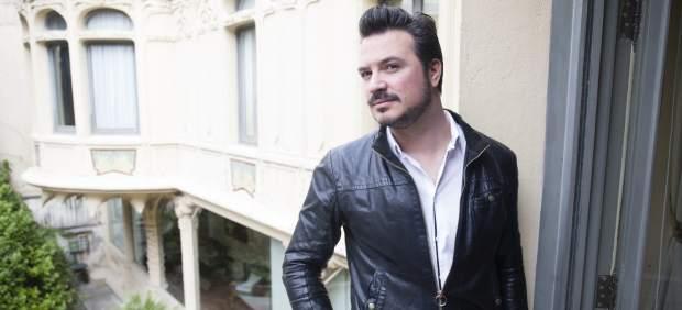 Miguel Tena, hijo de Manolo Tena, posando durante la promición de su disco 'Tena' el 4 de abril de 2018 en Madrid.